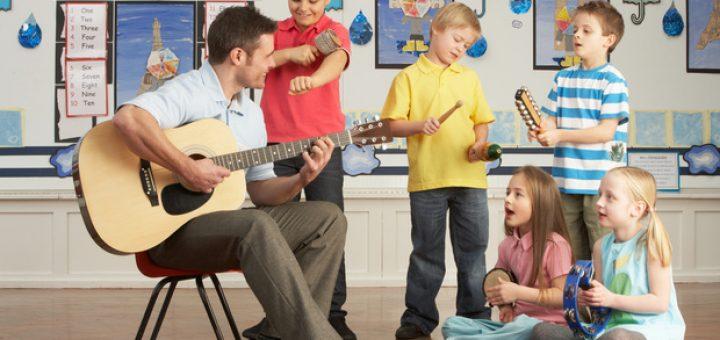 ۷ توصیه برای کمک به فرزندانتان در یادگیری گیتار 1