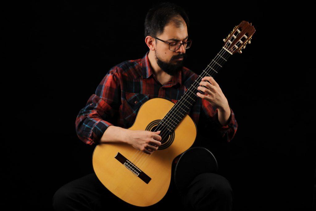 بابک ولیپور، نوازنده و مدرس گیتار کلاسیک